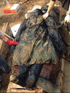 A well-preserved mummy identified as a government official from the Qing Dynasty (1644–1912)—China's last imperial dynasty before the creation of the Republic of China—has been unearthed from a construction site in Xiangcheng City in central China's Henan Province.