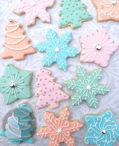 Here are the best Christmas Cookies decorations ideas for your inspiration. These Christmas Sugar Cookies decorated with royal icing are cutest desserts. Cute Christmas Cookies, Cute Cookies, Christmas Goodies, Holiday Cookies, Cupcake Cookies, Christmas Treats, Christmas Biscuits, Holiday Baking, Christmas Baking
