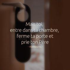 La Bible - Versets illustrées - Matthieu 6:5 - Mais toi entre dans ta chambre, ferme la porte et prie ton Père.