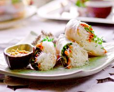 It's almost spring, so naturally we should all be making spring rolls right now.  chicken or shrimp....love these