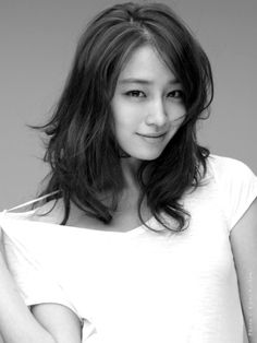 p/s: Lee Min Jung, whom I consider to be the prettiest Korean actress/commercial qu. Jung So Min, Bun Hairstyles, Trendy Hairstyles, Korean Beauty, Asian Beauty, Natural Hair Styles, Short Hair Styles, Tousled Hair, Cute Beauty