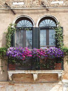 Reminds me of Paris streetscape.