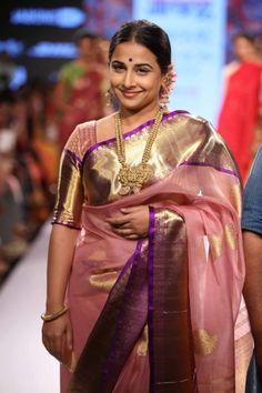 Vidya Balan walked with Gaurang Shah at the Lakme Fashion Week Summer/Resort Gaurang's collection was called 'Kalpavriksha'. The actress was n. Saris, Lakme Fashion Week 2015, Silk Saree Blouse Designs, Indian Beauty Saree, Indian Sarees, Kanjivaram Sarees, Vidya Balan, Saree Look, Soft Silk Sarees