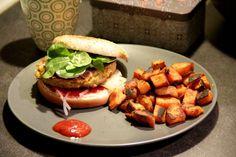 Burger végétarien et frites de patates douces