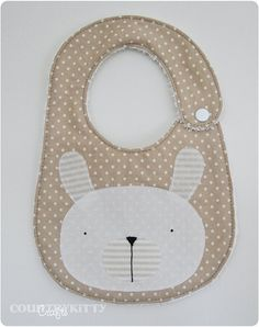 Bunny applique bib - she made a bib using the same pattern as a stuffed bunny she made (links to tutorial) - very sweet set :) Sewing For Kids, Baby Sewing, Diy For Kids, Quilt Baby, Bib Pattern, Applique Patterns, Burp Rags, Burp Cloths, Baby Bunnies