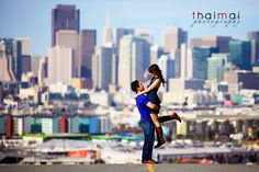 Engagment Pic...Stunning photo of couple in front of San Francisco skyline