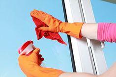 ¿Quieres que tus #ventanas de #aluminio sigan funcionando como el primer día? Sólo tienes que seguir estos pequeños consejos. Limpia periódicamente todos los elementos visibles (mínimo una vez al año) con agua templada completamente limpia, frotando con trapos preferentemente de algodón. No uses elementos abrasivos, punzantes, cortantes o similares para la limpieza, ni tampoco disolventes ni detergentes ácidos o agresivos. Después, lubrica las piezas sometidas a fricción como bisagras…