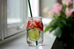 God morgen♥ I det siste har jeg hatt helt dilla på vann med frukt og bær i. Det er så godt...