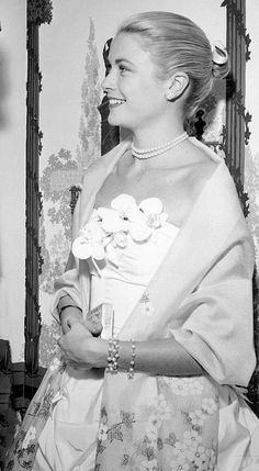 Grace Kelly Style, Princess Grace Kelly, Monaco, Fairy Tale Story Book, Drake Hotel, Dior Gown, State Of Grace, Old World Charm, People Photography