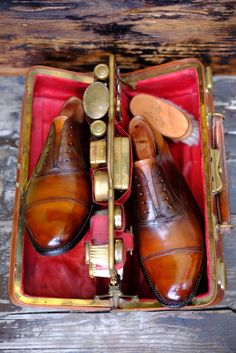 Dandy Shoe Care - With Patina by Dandy Shoe Care every pair of shoes can become Pure Art!