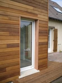 Detail des menuiseries Exterior House Siding, Wood Cladding, House, Wood Fence, Outdoor Living, House Exterior, Home Renovation, Wood Facade, Wood Fence Gates