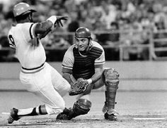 Encyclopedia of Baseball Catchers - HOF Johnny Bench Mlb Players, Baseball Players, National Baseball League, Cincinnati Reds Baseball, Pittsburgh Sports, Pittsburgh Pirates, Baseball Sunglasses, Baseball Pictures, Pirate Pictures