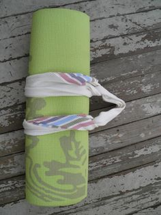 Tutorial: Winter Scarf to Yoga Mat Holder Strap DIY. Easy sewing project for beginners