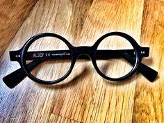E' ORA DI GUARDARE IN TONDO - Artigianato creativo che interpreta lo stile n. 619 in acetato Shiny Black. Occhiali tondi da vista. ANCHE NEL NOSTRO SHOP ONLINE, Pollipò Occhiali Eyewear.