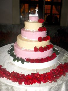 Il taglio della torta con questa splendida Wedding cake