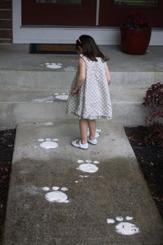 Bunny foot steps! Such a cute and simple DIY for Easter morning!
