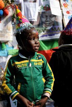 Happy Birthday Madiba! South Africans celebrate Mandela's 95th (Photo: Stephane De Sakutin / AFP - Getty Images)