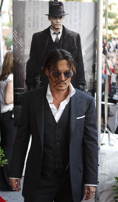 "Johnny Depp arrives for ""Public Enemies"" screening in Chicago   2009"