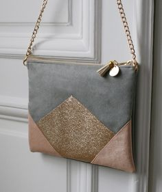 Image of *Pièce UNIQUE* Moyenne pochette grise, nude et dorée. Leather Purses, Leather Wallet, Leather Bag Tutorial, Diy Leather Projects, Diy Sac, Handmade Handbags, Denim Bag, Fabric Bags, Knitted Bags