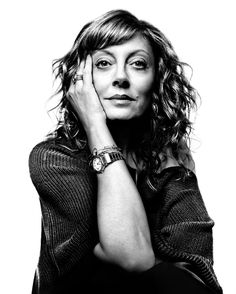 Photographer Platon : Portrait I would love to be photographed by him if I was interesting enough. Photo Portrait, Portrait Poses, Female Portrait, Portrait Photography, Susan Sarandon, Famous Portraits, Celebrity Portraits, Pretty People, Beautiful People