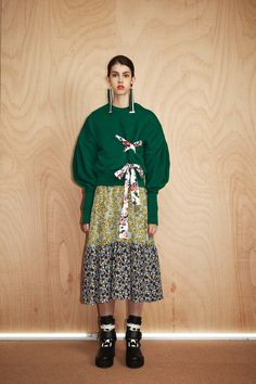 See the complete MSGM Resort 2017 collection.