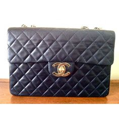 Chanel. EVERY GIRL'S DREAM! Vintage lambskin. Classic bag.