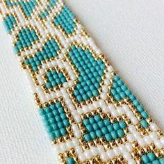 off loom beading techniques Bracelets Design, Bead Loom Bracelets, Bracelet Crafts, Bead Loom Patterns, Jewelry Patterns, Beading Patterns, Embroidery Bracelets, Beaded Embroidery, Pulseras Kandi