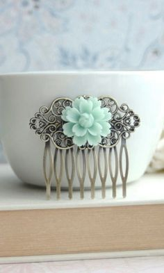 Soft Mint Green Chrysanthemum Flower Antiqued Brass Filigree Hair Comb Clip. Bridesmaid Gift. Green Wedding Bridal Comb by Marolsha.