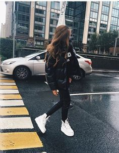 all black outfit, puffer coat, white sneakers, long brown hair – casual fall out… - Lässiges Outfit Casual Fall Outfits, Winter Fashion Outfits, Fall Winter Outfits, Look Fashion, Trendy Outfits, Fashion Ideas, Casual Winter, Fashion Black, All Black Outfit Casual