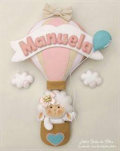 Fiocco nascita fai da te per bambina in pannolenci Baby Crafts, Felt Crafts, Crafts To Make, Crafts For Kids, Felt Name Banner, Box Frame Art, Baby Pop, Baby Frame, Felt Wreath
