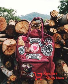 How cute are these patches on the Kanken! by fjallravencanada Mochila Kanken, Kanken Backpack, Travel Backpack, Books And Tea, Fjallraven, Pin And Patches, Backpack With Patches, Bag Patches, Outfits