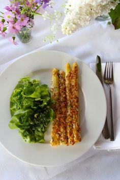Weißer Spargel mit Parmesankruste und einem Wildkräuter-Salat   MitParmesangratinierterspargel1.jpg