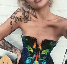 Obsessed with this shoulder tattoo....