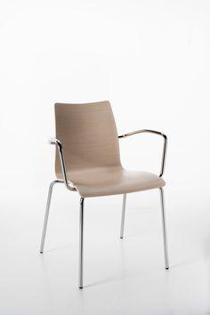 Perfecta - Sedia semplice e funzionale. Scocca in legno multistrato curvato.