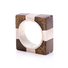 Exclusivo y único anillo Boho chic cuadrado de Plata de 1ª Ley y madera. Muy favorecedor es una unidad limitada, muy ponible para cualquier ocasión.