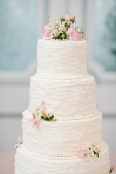 Pretty textured cake: http://www.stylemepretty.com/vault/gallery/38325 | Photography: Faith Teasley - http://faithteasley.com/