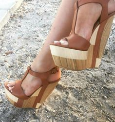 31 Wedge Shoes For College Mode Shoes, Women's Shoes, Shoe Boots, Shoes Heels Wedges, Platform High Heels, High Heel Boots, Wedge High Heels, Shoes For College, Mode Rock