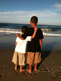 Brotherly love in the OBX!i can so see Joey and Ben. Little Man, Little People, Diy Photo, Photo Ideas, Brotherly Love, Photo Contest, Banks, Seaside, Travel Guide