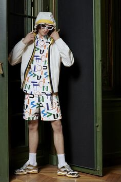 Louis Vuitton goes monogram heavy with its pre-fall 2020 men's collection. Virgil Abloh plays with the scale of the famous Louis Vuitton monogram… Vogue Paris, Louis Vuitton Monogram, Virgil Abloh Louis Vuitton, Collection Louis Vuitton, Derby, Louis Vuitton Homme, Nigo, Fashion Show, Mens Fashion