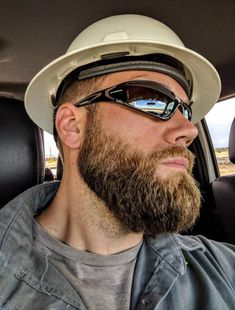 For gay men & that love lads in fucked up work gear and tradies (I'm Irish) Great Beards, Awesome Beards, Beard Styles For Men, Hair And Beard Styles, Moustaches, Shaved Head With Beard, Scruffy Men, Hairy Men, Beard Love