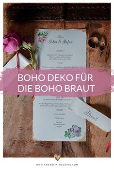 Heiraten am Strand in der Sonne am Meer ist wohl die romantischste Art sich zu trauen. Eine Hochzeit in Spanien am Meer ist entspannt und immer wunderschön. Ambrosia Wedding hilft dir bei der Planung deiner Strandhochzeit. Boho Hochzeit am Strand in Spanien. Traumhochzeit im Boho Stil, Boho Wedding in Spanien. Boho Deko für die Boho Braut. #strandhochzeit #beachwedding #heiratenamstrand #bohowedding #bohohochzeit #bohodeko Hippie Chic, Boho Stil, Andalusia, Wedding Designs, Boho Wedding, Place Cards, Place Card Holders, Board, Wedding On The Beach
