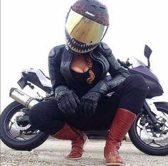 New vintage bike photoshoot Ideas Womens Motorcycle Helmets, Motorcycle Outfit, Womens Motorcycle Fashion, Motorcycle Girls, Lady Biker, Biker Girl, Ducati, Motard Sexy, Harley Davidson
