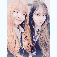 BLACKPINK - Lisa & Rosé