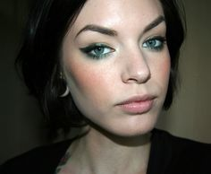 I think this makeup would look great on brown-eyed beauties!