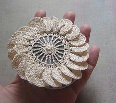 Crocheted stones with petals - lovely Crochet Stone, Form Crochet, Knit Or Crochet, Irish Crochet, Crochet Motif, Irish Lace, Beautiful Crochet, Yarn Crafts, Crochet Earrings