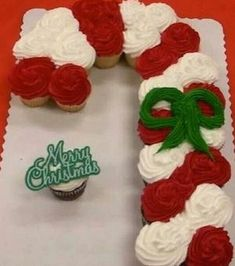 Candy Cane Cupcakes for your office party! So cute :) cupcakes Christmas Cupcake Candy Cane. Christmas Sweets, Christmas Cooking, Noel Christmas, Christmas Goodies, All Things Christmas, Christmas Decorations, Christmas Candy, Christmas Centerpieces, Christmas Ideas