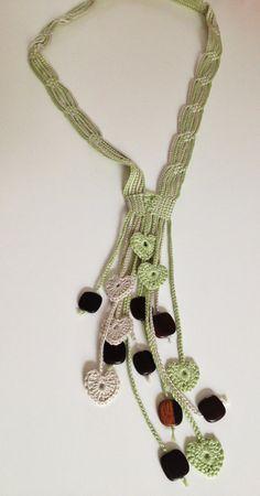 Green hearts beaded crochet necklace por GabyCrochetCrafts en Etsy