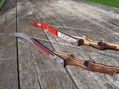 Make a takedown bow from skis