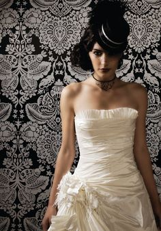 Bride wearing a top hat @ http://fresno-weddings.blogspot.com/2012/04/derby-hats-and-bridal-hats-trending-for.html