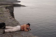 https://flic.kr/p/dPivBi   Jim Richardson at Dun Angus, Aran Islands, Ireland   Jim Richardson at Dun Angus, Aran Islands, Ireland. Peering over the sea cliffs for a picture.  ©Kathy Richardson  All rights reserved. You can see more of my work at:  www.jimrichardsonphotography.com
